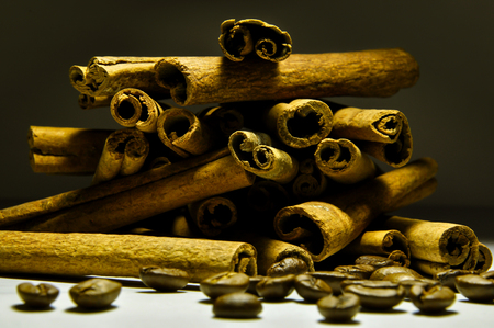 cinnamon and coffee beans Imagens