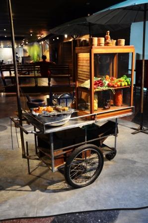 Kleverige rijst en papaya salade cart Somtum Shop