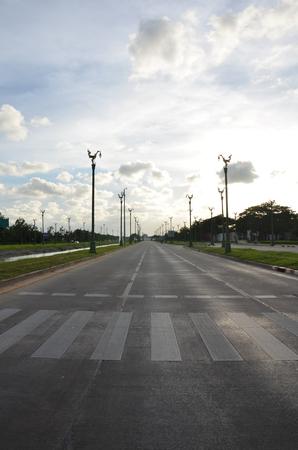 thanon: Thanon Utthayan or Thanon Aksa Road