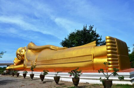 ratchaburi: Reclining Buddha of Aranyikawas Temple at Ratchaburi Thailand