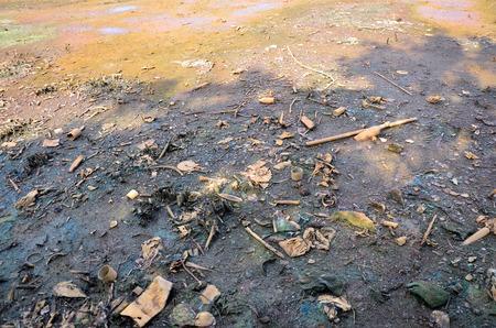 poisoning: Gli effetti sull'ambiente delle sostanze chimiche e metalli pesanti nel suolo si verificano da Heavy Industrial avvelenamento rilascio del metallo nel suolo da Industrial Archivio Fotografico