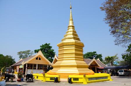 thong: Wat Phra That Doi Chom Thong (Thai: วัดพระธาตุดอยจอมทอง) (also known as Wat Phra That Doi Jom Thong) is located in Nakhon Chiang Rai, Amphoe  Editorial