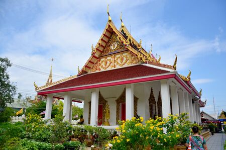 nakhon pathom: Thai people travel at Don Wai temple on November 4, 2015 in Nakhon Pathom, Thailand.