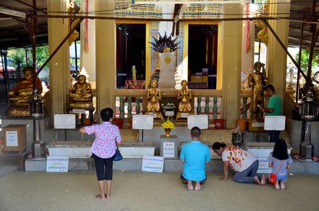 buddhism prayer belief: Thai people praying Buddha statue at Wat Bangchak Temple on November 21, 2015 in Nonthaburi, Thailand. Editorial