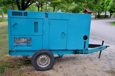 alternateur: Électrique de secours générateur de remorque dans la nuit Banque d'images