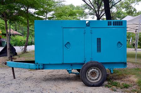 energia electrica: Eléctrica en espera de remolque del generador en la noche