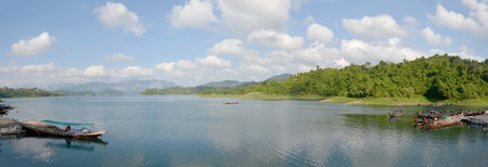 sok: Boat service traveler tour around lake at Khao Sok National Park in Surat Thani, Thailand