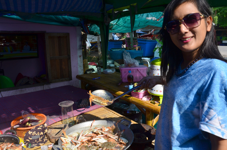 crab pots: Thai woman show Steamed Flower crab, Blue crab, Blue swimmer crab, Blue manna crab, Sand crab Stock Photo
