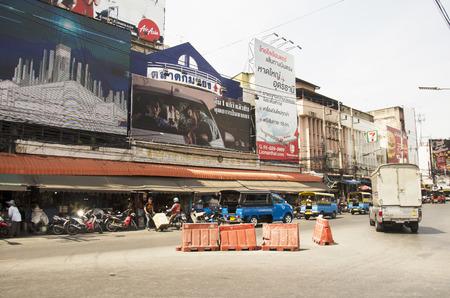 Colorful costruzione di strade centro storico e del paesaggio del traffico della città di Hat Yai il 25 aprile 2016 a Songkhla, Thailandia Editoriali
