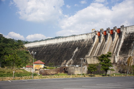 Khun Dan Prakan Chon Dam was formerly named Khlong Tha Dan reservoir at Ban Tha-Dan in Hin Tang subdistrict, Muang district in Nakhon Nayok, Thailand (Text thai language mean Khun Dan Prakan Chon Dam) 스톡 콘텐츠