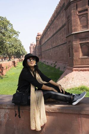 Travelers thai women journey visit and travel for take photo with Red Fort at the ancient city of Delhi in New Delhi, India 스톡 콘텐츠