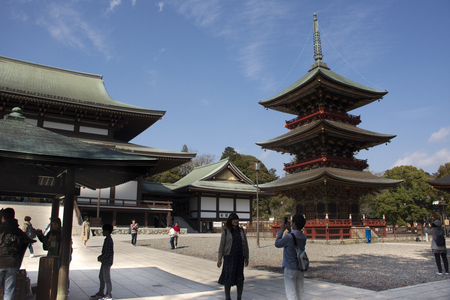 Japanese people and foreigner traveler walking visit and praying in Daitou or Great pagoda of Naritasan Shinshoji Temple at Chiba Prefecture on March 31, 2019 in Tokyo, Japan Фото со стока - 130699659
