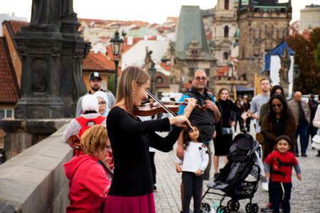 Music band of Czech women musician people playing music instrument violin and Violoncello or Cello for show people and travelers on Charles Bridge on September 25, 2019 Prague, Czech Republic 報道画像