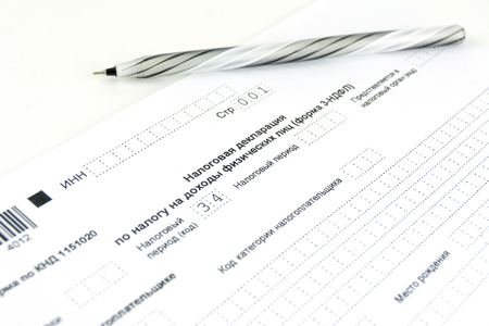 Russian documents. 3-NDFL tax return form and pen. Standard-Bild