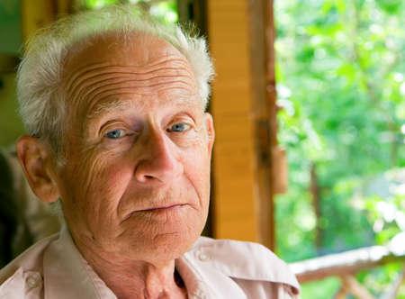 face portrait of a serious senior man Banque d'images