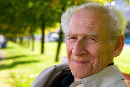 face portrait of an old smiling man Banque d'images