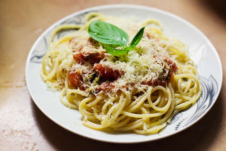 dieta: close-up pasta with red tomato sause pomodoro, parmesan and basil Stock Photo