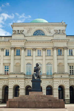 monument of astronomer Nicolaus Copernicus in front of Staszic Palace, Warsaw, Poland Stockfoto