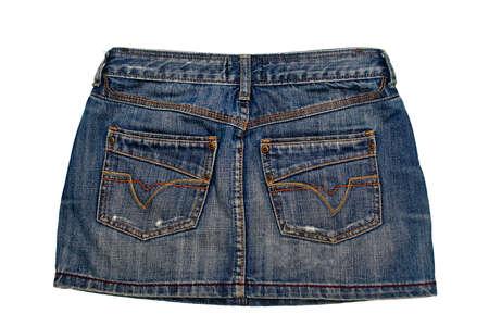 short skirt: parte de atr�s de la falda de mezclilla azul corto aisladas sobre fondo blanco