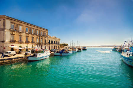 fishing boats in the harbor of Ortigia island in Syracuse, Sicily Stockfoto
