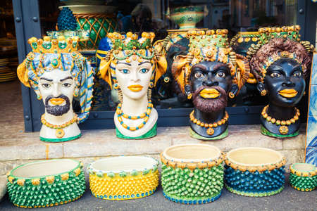 colorful ceramic vases in the form of heads - traditional souvenir in Taormina, Sicily Stockfoto