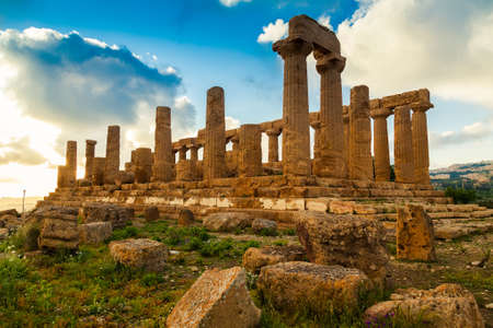 Temple of Juno - ancient Greek landmark in the Valle dei Templi outside Agrigento, Sicily Stockfoto