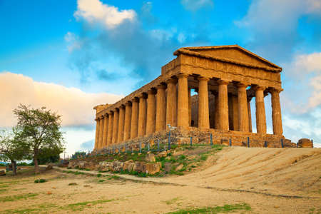 Greek ruins of Concordia Temple in the Valley of Temples near Agrigento, Sicily Stok Fotoğraf - 35145025