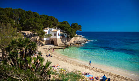 gat: people relaxing on the Cala Gat beach, Majorca, Spain Archivio Fotografico