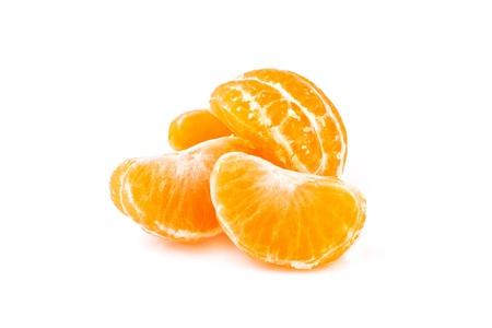 plátky mandarinky, izolovaných na bílém pozadí