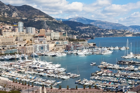 Pohled na Monte Carlo a přístav v Monaku