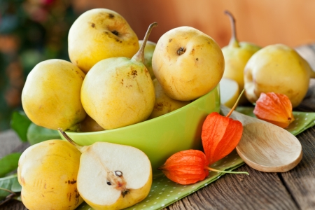 ripe pears in green bowl, in close up Stock Photo - 21946223