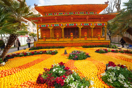 MENTON, FRANCE - FEBRUARY 20: Lemon Festival (Fete du Citron) on the French Riviera.The theme for 2015: Tribulations of a lemon in China. Menton, France - Feb 20, 2015 Publikacyjne