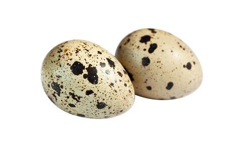 huevos de codorniz: huevos de codorniz aislados en el recorte de blanco