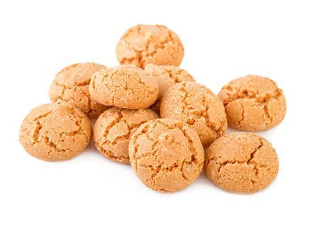 amaretti isolato su bianco. Amaretti biscotti della tradizione italiana.