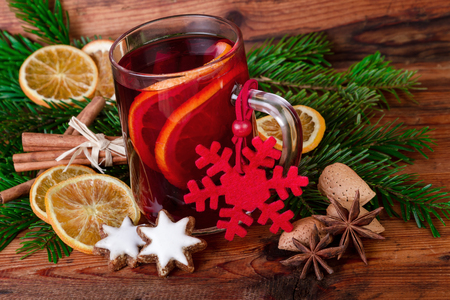 countrified: Mulled wine christmas decorated vintage style