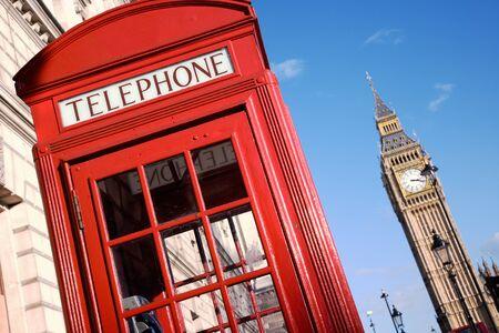 cabina telefonica: Big Ben y la cabina de tel�fono rojo en Pariament Square en Londres Foto de archivo
