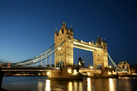 Voir Thames River avec Nuit Tower Bridge Banque d'images