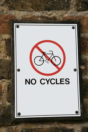 ciclos: Atenci�n letrero de la calle y no hay indicios Ciclos.