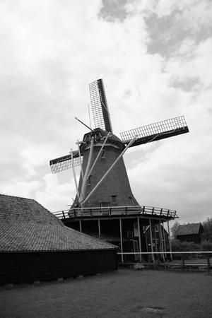 zaanse: Windmolens van de Zaanse Schans, Noord-Holland. Zaanse Schans is beroemd om zijn collectie goed bewaard gebleven historische windmolens en huizen Stockfoto