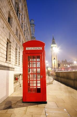 cabina telefono: Cabina de teléfono rojo es uno de los más famosos de los iconos de Londres
