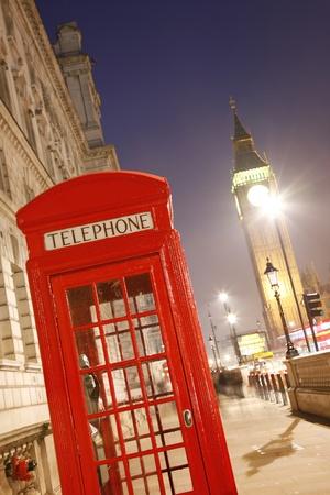 cabina telefonica: Cabina de tel�fono rojo es uno de los m�s famosos iconos de Londres Editorial