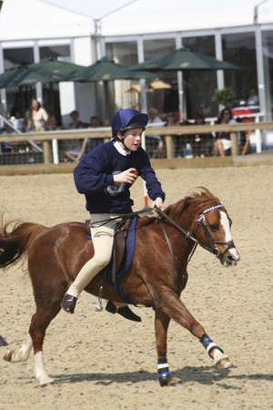 Windsor, Verenigd Koninkrijk - 11 mei 2006: Performers deel te nemen in het Royal Windsor Horse Show, het grootste outdoor hippische Show in het Verenigd Koninkrijk. Het evenement loopt al meer dan 65 jaar en vindt plaats in de Queens prive-terrein aan Windsor Castle.