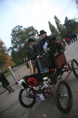 london to brighton veteran car run: London, UK - November 07, 2010: London to Brighton Veteran Car Run participants, American Bicycle, 1902,  leaving Hyde Park, the event starts at 7:00am at the Serpentine Road in Hyde Park.  Editorial