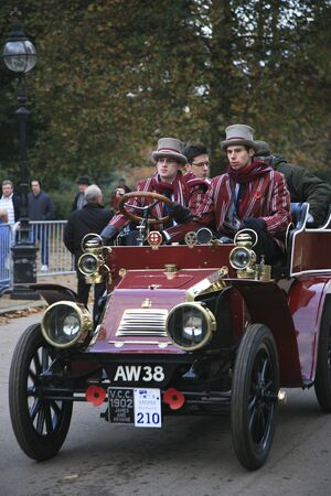london to brighton veteran car run: London, UK - November 07, 2010: London to Brighton Veteran Car Run participants, James & Browne, 1902,  leaving Hyde Park, the event starts at 7:00am at the Serpentine Road in Hyde Park.
