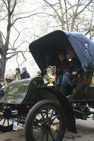 london to brighton veteran car run: London, UK - November 07, 2010: London to Brighton Veteran Car Run participants, Pierce, 1903,  leaving Hyde Park, the event starts at 7:00am at the Serpentine Road in Hyde Park.