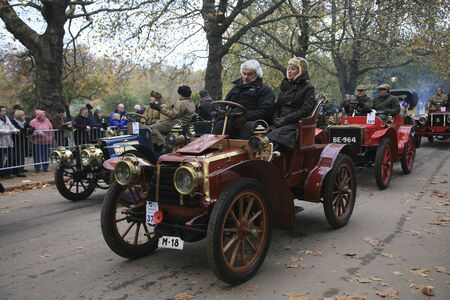 london to brighton veteran car run: London, UK - November 07, 2010: London to Brighton Veteran Car Run participants, Panhard-Levassor, 1903,  leaving Hyde Park, the event starts at 7:00am at the Serpentine Road in Hyde Park.  Editorial