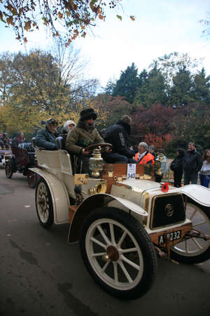 london to brighton veteran car run: London, UK - November 07, 2010: London to Brighton Veteran Car Run participants, Panhard et Levassor, 1903,  leaving Hyde Park, the event starts at 7:00am at the Serpentine Road in Hyde Park.