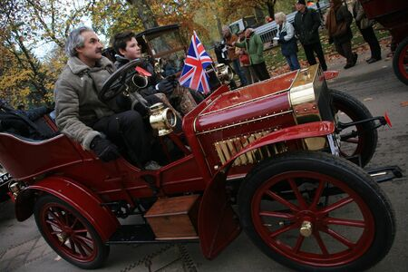 london to brighton veteran car run: London, UK - November 07, 2010: London to Brighton Veteran Car Run participants, English Mechnic, 1904,  leaving Hyde Park, the event starts at 7:00am at the Serpentine Road in Hyde Park.