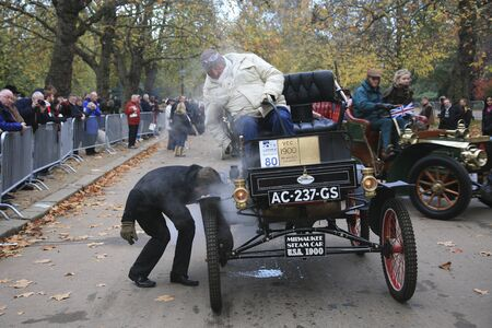 london to brighton veteran car run: London, UK - November 07, 2010: London to Brighton Veteran Car Run participants, Milwaukee(steam), 1900,  leaving Hyde Park, the event starts at 7:00am at the Serpentine Road in Hyde Park.