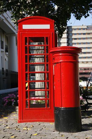 cabina telefonica: Cabina de tel�fono Roja y de la casilla de correo es uno de los m�s famosos de iconos de Londres